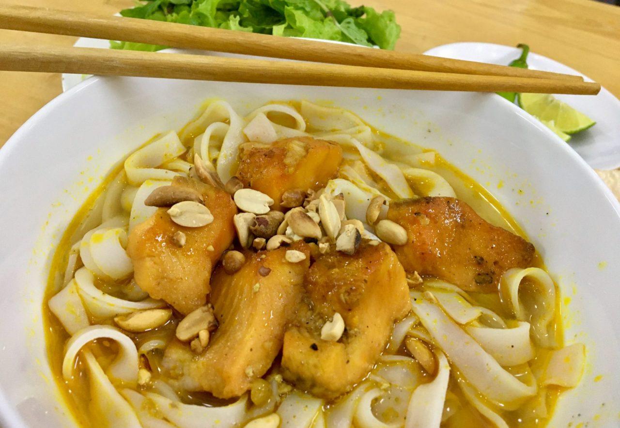 Mì Quảng Cá Lóc - Yellow Quang Noodles with Snakehead Fish - Delicious Vietnam