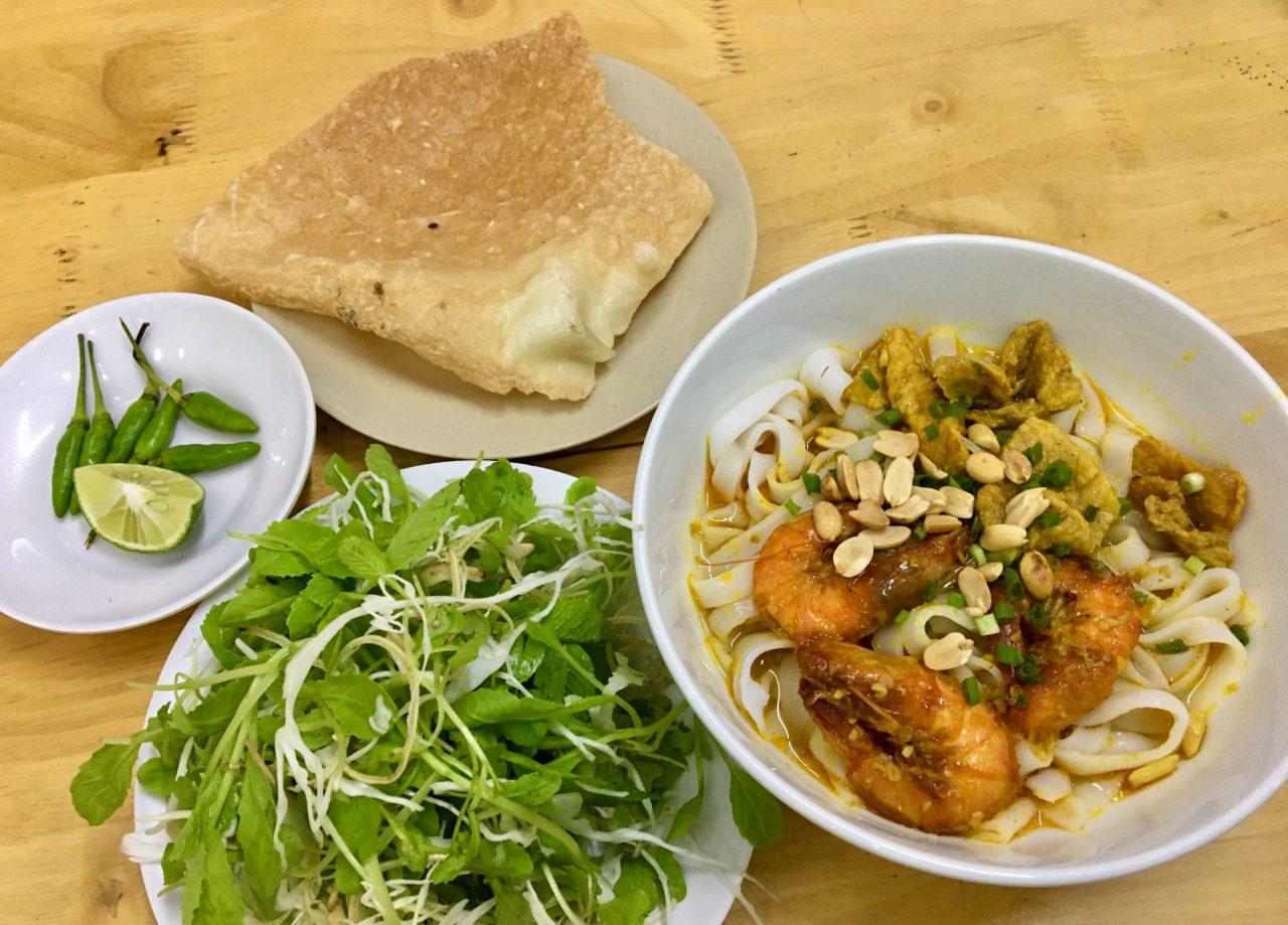 Mì Quảng Tôm Thịt - Yellow Quang Noodles with Pork and Shrimp - Delicious Vietnam