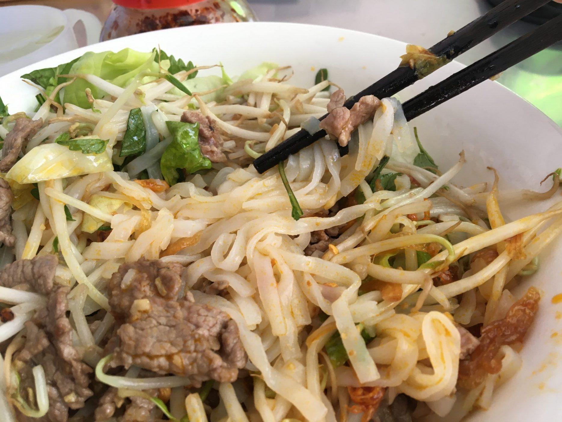 Vietnamese Beef Noodle Salad - Phở Trộn Thịt Bò